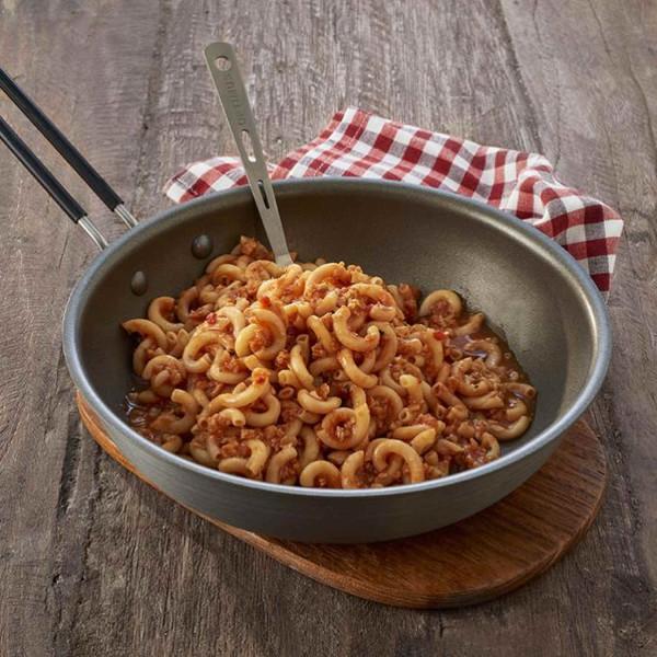 Nudeln in vegetarischer Bolognese